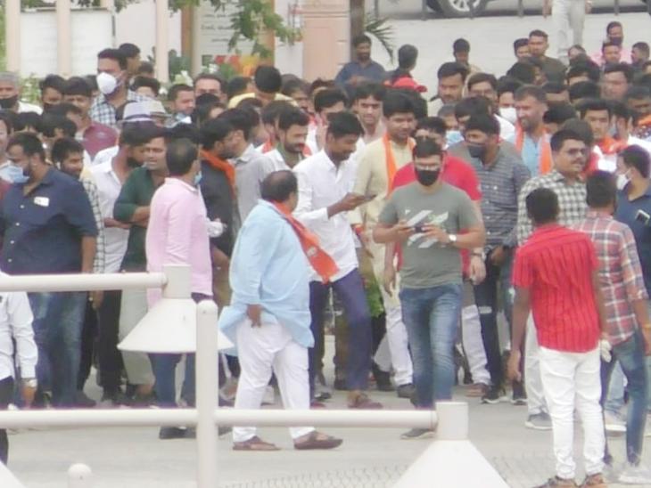 નેતા અને અાગેવાનો ઉત્સાહમાં ગાઇડલાઇન ભૂલ્યા - Divya Bhaskar