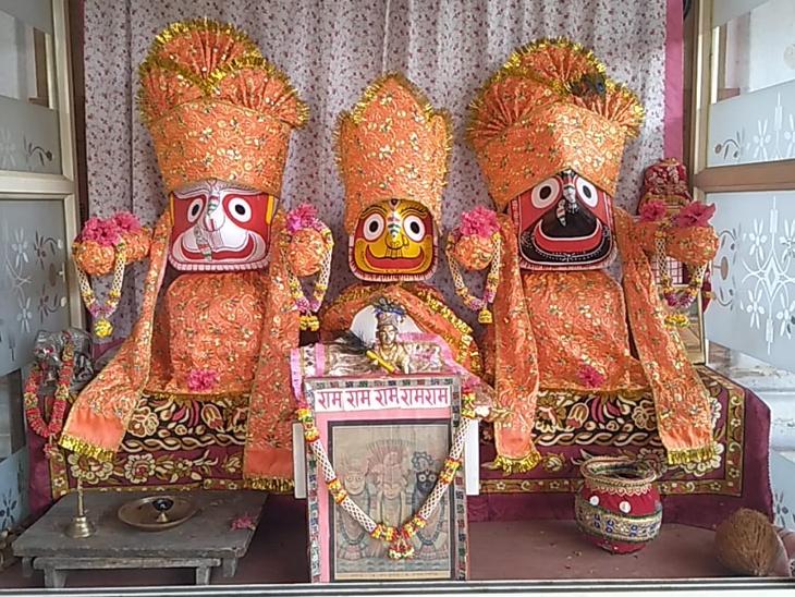 ઇડર શહેરના રામદ્વારા મંદિરથી ભગવાન જગન્નાથની યાત્રા 10 વાગે નીકરશે. ત્યારે કાયદો અને વ્યવસ્થાની જાળવણી માટે ચુસ્ત પોલીસ બંદોબસ્ત વચ્ચે રથયાત્રા નીકળશે. - Divya Bhaskar