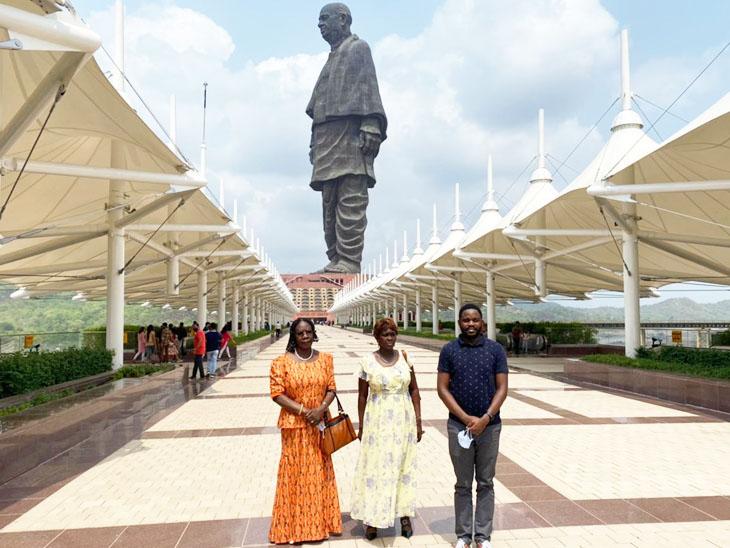 યુગાન્ડાના ભારતીય હાઈકમિશ્નરે કેવડિયા કોલોનીમાં આવેલા સ્ટેચ્યૂ ઓફ યુનિટીની મુલાકાત લીધી હતી - Divya Bhaskar