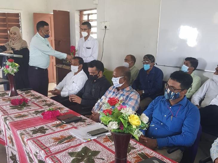 ખત્રી વિદ્યાલયમાં જિલ્લા સ્તરની મીટીંગ મળી હતી. - Divya Bhaskar