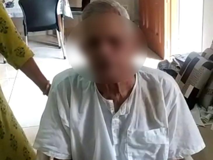 રાજકોટમાં પેરેલિસિસના એટેકથી 80 વર્ષના વૃદ્ધનો સ્વભાવ આક્રમક બન્યો, મનોવિજ્ઞાન ભવને કાઉન્સેલિંગ કરતા માનસિક શાંતિ અને ગુસ્સો કાબૂમાં આવ્યો|રાજકોટ,Rajkot - Divya Bhaskar