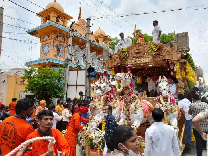 ભાવનગરમાં ભગવાન જગન્નાથજીની રથયાત્રા માત્ર 5 કલાકમાં પૂર્ણ, પ્રભુ 17 કિ.મી.ની નગરચર્યા કરી નિજ મંદિરે પરત ફર્યા ભાવનગર,Bhavnagar - Divya Bhaskar
