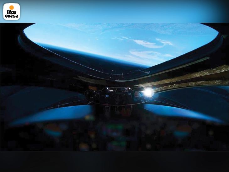13 ડિસેમ્બર 2018માં વર્જિન ગેલેક્ટિકની પહેલી ઉડાન દરમિયાન અંતરિક્ષની ટોચ સુધી પહોંચ્યા હતા. આ દરમિયાન સ્પેસશિપથી પૃથ્વીની ગોળાકાર દેખાવા લાગે છે.