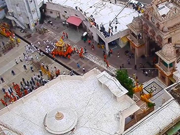 રથયાત્રાનું લાઈવ મોનિટરિંગ કરવા રૂટ પર CCTV લગાવવામાં આવ્યા હતા.