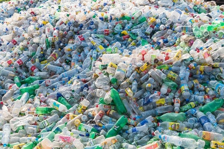 પૃથ્વી પર વધતો જતો પ્લાસ્ટિકનો ખડકલો
