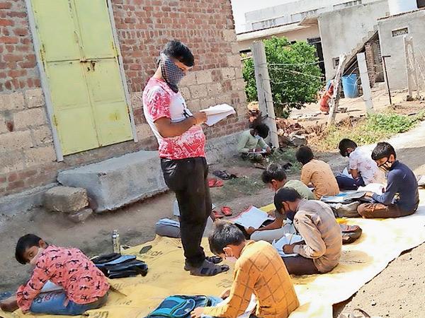 ગોંડલના અનેક ગામડાંમાં પ્રકૃતિના ખોળે શિક્ષણ ગોંડલ,Gondal - Divya Bhaskar