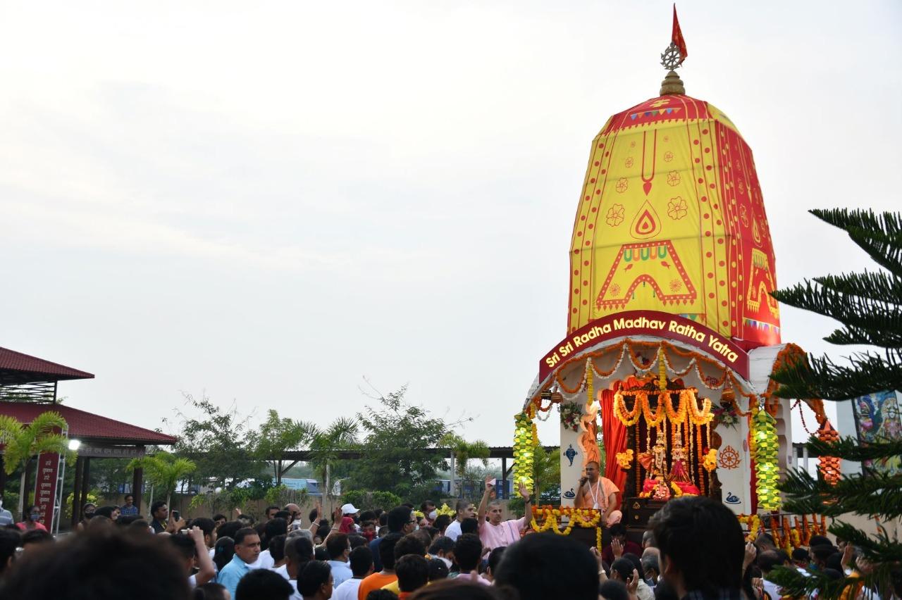 ભાડજના હરેકૃષ્ણ મંદિરમાં રથયાત્રાની તસવીર - Divya Bhaskar
