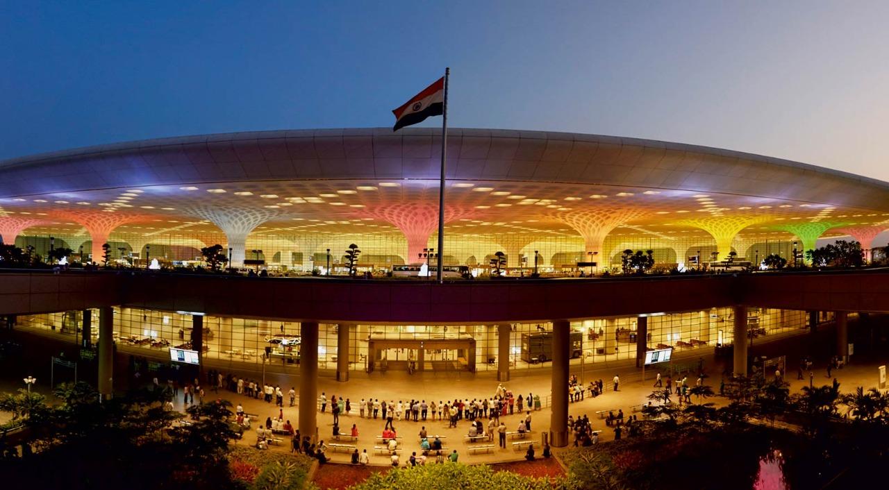 મુંબઈ દેશનું બીજું સૌથી વ્યસ્ત એરપોર્ટ છે.