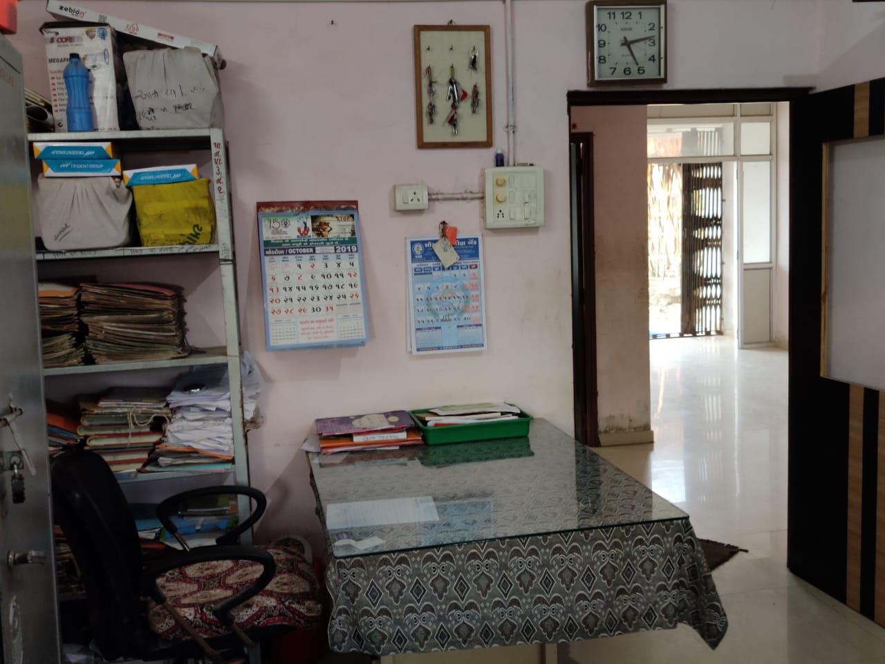 પાટડીમાં સરકારી કર્મચારીઓની 53% જગ્યા ખાલી, 45% કર્મચારીઓ અપ-ડાઉન કરતાં હોવાથી પાંચ વાગતા જ કચેરીઓ ખાલીખમ - Divya Bhaskar