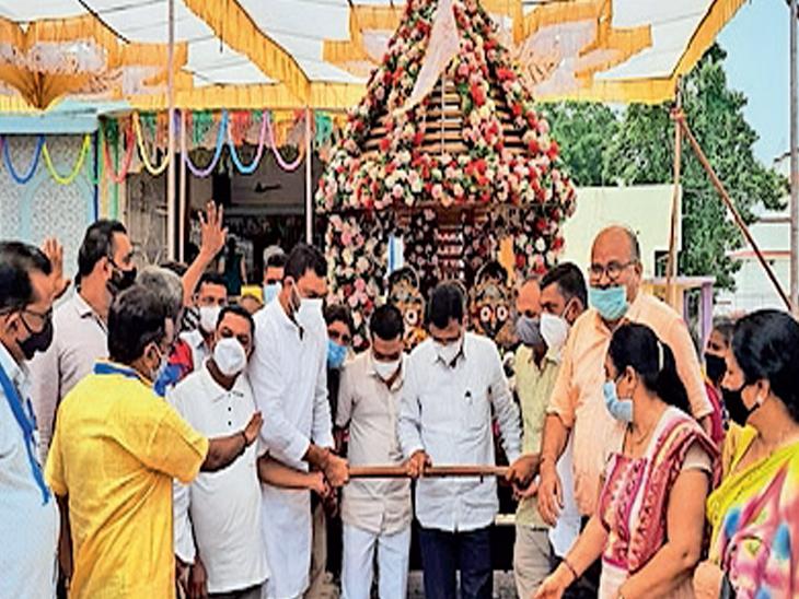 સતત્ત બીજા વર્ષે અંકલેશ્વર માં ભગવાન જગન્નાથજી મંદિર પરિષદમાં જ નગરચર્યા રાજ્ય ના સહકાર મંત્રી ની ઉપસ્થિતિ માં કરી હતી. - Divya Bhaskar