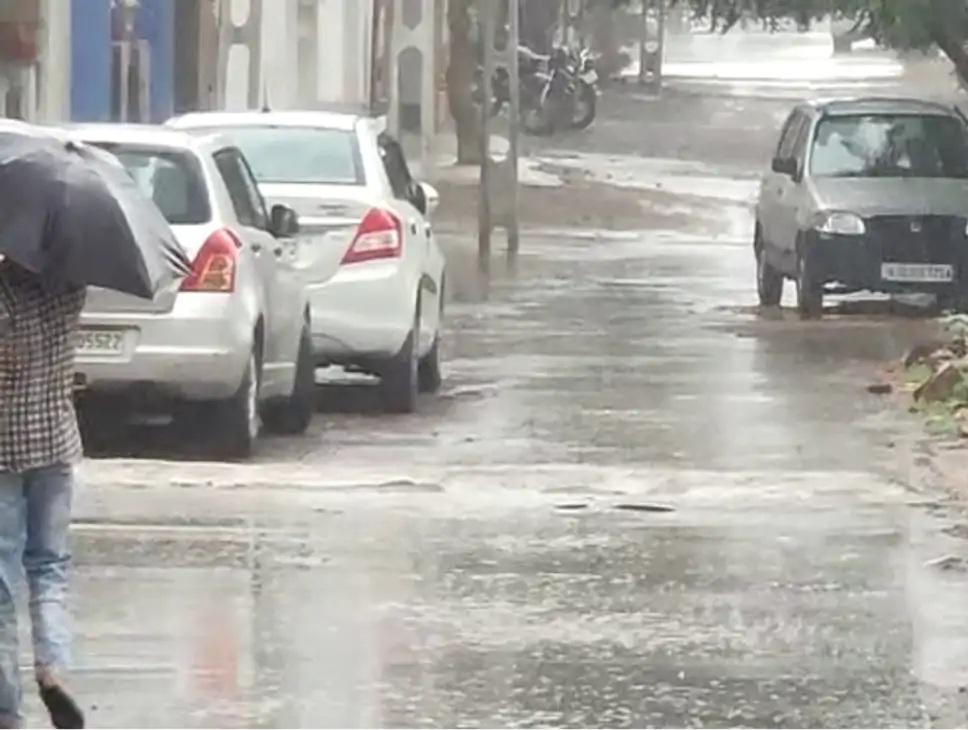 ઉપલેટામાં ગઈકાલે પડેલા વરસાદ બાદની તસવીર. - Divya Bhaskar