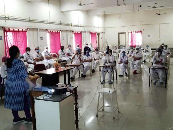 ત્રીજી લહેરને પહોંચી વળવા ફિઝિયોથેરાપીના તમામ વિદ્યાર્થીઓને કોવિડની સારવાર માટે 15 દિવસની ટ્રેનિંગ શરૂ અમદાવાદ,Ahmedabad - Divya Bhaskar