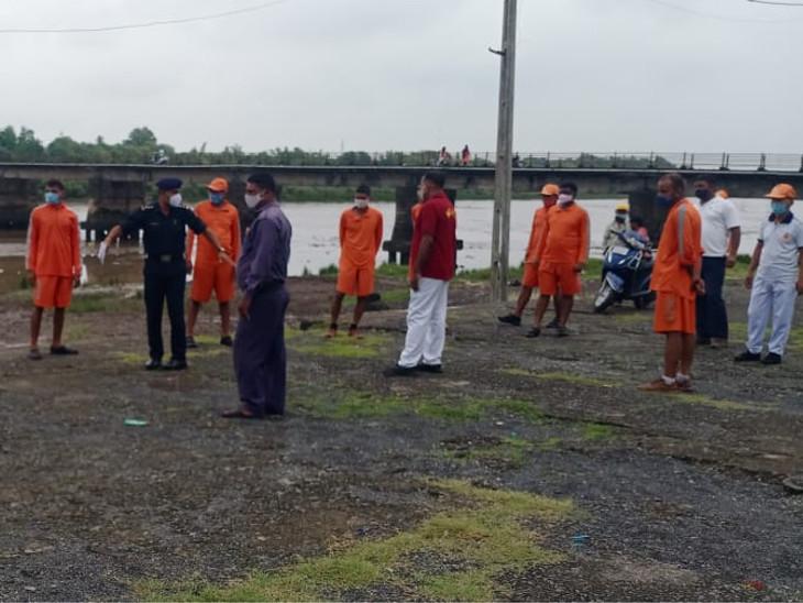 તાજેતરમાં તાઉ-તે વાવાઝોડાની આફતમાં NDRFની ટીમોએ દક્ષિણ ગુજરાત અને સૌરાષ્ટ્રના જિલ્લાઓમાં સેવાઓ આપી હતી
