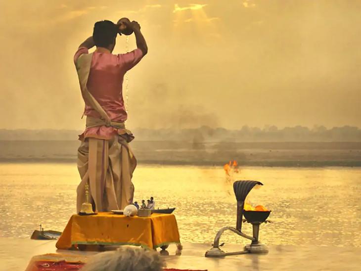 આ દિવસે તીર્થ સ્નાન અને દાન સાથે જ ઉગતા સૂર્યની પૂજા કરવાથી ઉંમર અને પોઝિટિવ ઊર્જા વધે છે|ધર્મ,Dharm - Divya Bhaskar