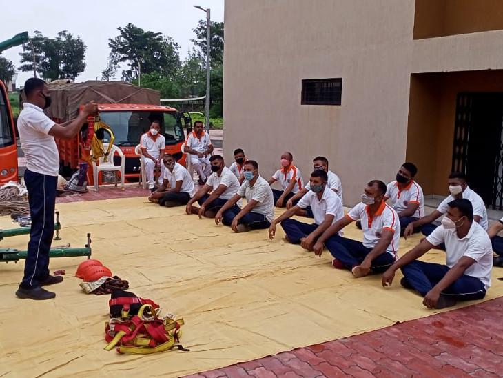 NDRFની એક ટીમમાં તાલીમબદ્ધ 25 જવાનો રાખવામાં આવે છે