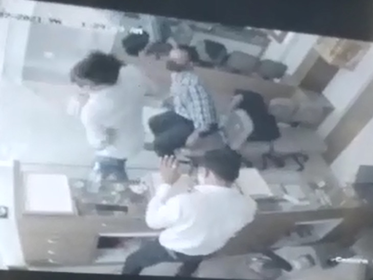 CCTVને આધારે લૂંટારુઓને શોધખોળ શરૂ