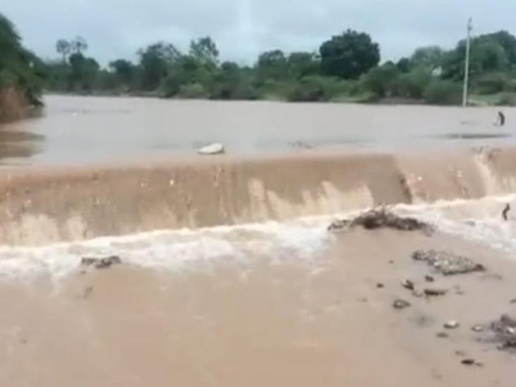 શેઢા ભાળથરી નદી - Divya Bhaskar