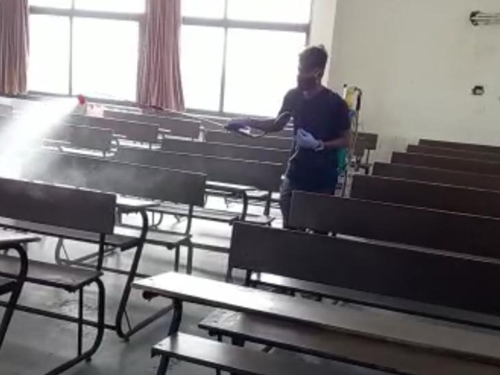 પરફેક્ટ હાઇસ્કૂલમાં વર્ગોખંડો સેનેટાઇઝ કરવામાં આવ્યા છે. - Divya Bhaskar