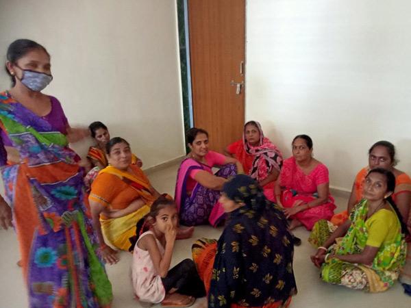 મહિલાઓએ તાલુકા પંચાયતમાં રજૂઆત કરી હતી. - Divya Bhaskar