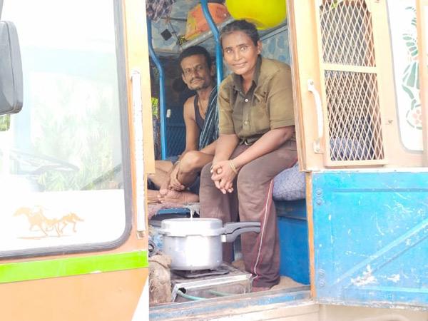 12 વર્ષ થી ટ્રક ચલાવી પરીવારને મદદરૂપ બની રહી છે. - Divya Bhaskar