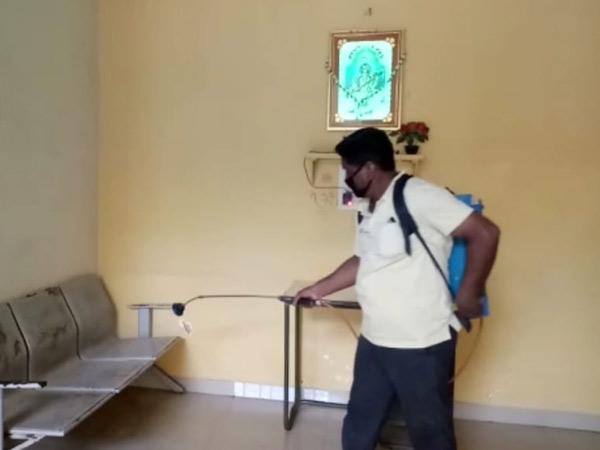ક્લાસરૂમને સેનેટાઇઝર સહિતની તૈયારીઓ શરૂ કરવામાં આવી. - Divya Bhaskar
