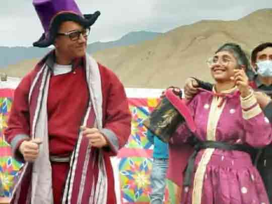 આમિર-કિરણ સાથે મસ્તી કરતાં જોવા મળ્યા, લદ્દાખી પોશાક કોસ અને સુલ્મા પહેરીને ટ્રેડિશનલ ડાન્સ ગોમ્બા સુમશક કર્યો|બોલિવૂડ,Bollywood - Divya Bhaskar