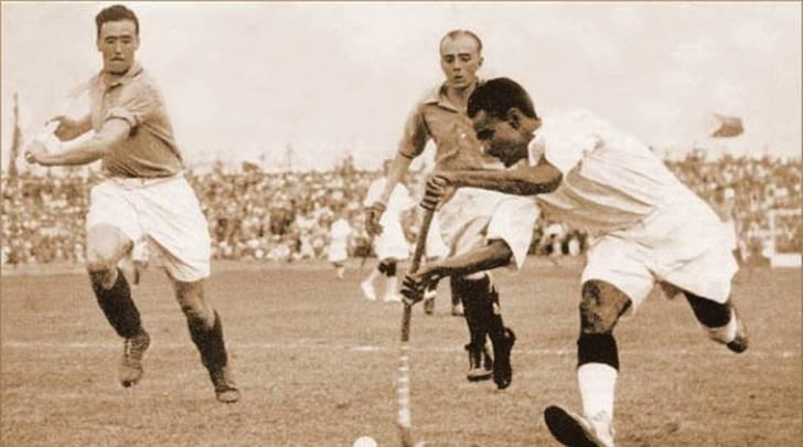 ધ્યાનચંદે વર્ષ 1928 (એમ્સર્ડમ), 1932 (લોસ એન્જલેસ) અને 1936 (બર્લીન) એમ ત્રણ ઓલિમ્પિકમાં ગોલ્ડ મેડલ અપાવી ભારતીય હોકીને તેની ઓળખ અપાવી હતી