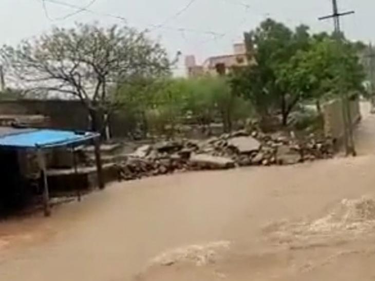 જોડિયાના માર્ગો પર પાણી ફરી વળ્યા - Divya Bhaskar