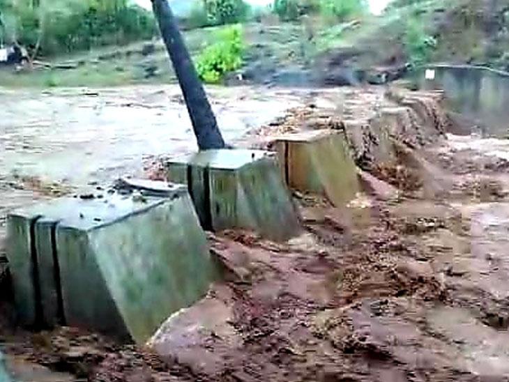 નસવાડી તાલુકાના ગામોમાં બુધવારના ભારે વરસાદ પડતા ચેકડેમમાં આવેલું પાણી. - Divya Bhaskar