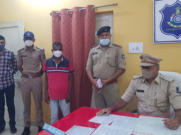 પોલીસ પ્રજાનો મિત્ર છે સૂત્ર નસવાડી પોલીસે વિખૂટા પડેલા યુવકને પરિવાર સાથે મેળાપ કરાવી સાબિત કર્યું. - Divya Bhaskar