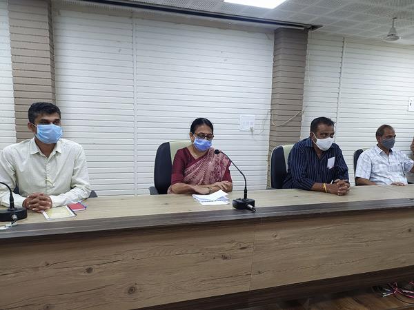 કૌભાંડની તપાસ મુદ્દે મળેલી બારડોલી પાલિકાની ખાસ સામાન્ય સભા. - Divya Bhaskar