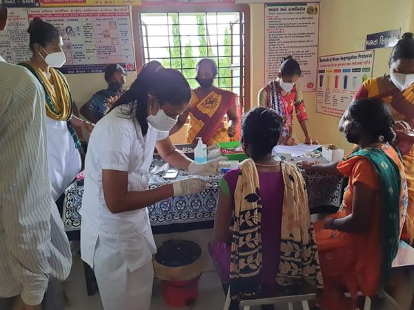 100 ટકા આદિવાસી વસતીવાળા કેલીયા ગામમાં 100% રસીકરણ|નવસારી,Navsari - Divya Bhaskar
