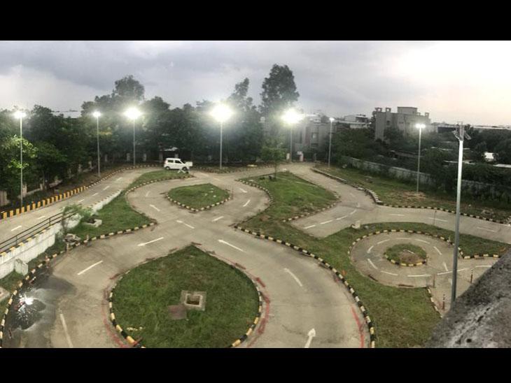 RTOમાં સવારે 6:30થી રાત્રે 9:30 સુધી ડ્રાઇવિંગ ટેસ્ટ શરૂ,નાઇટ શિફ્ટમાં માત્ર 1 જણે ટેસ્ટ આપ્યો|વડોદરા,Vadodara - Divya Bhaskar