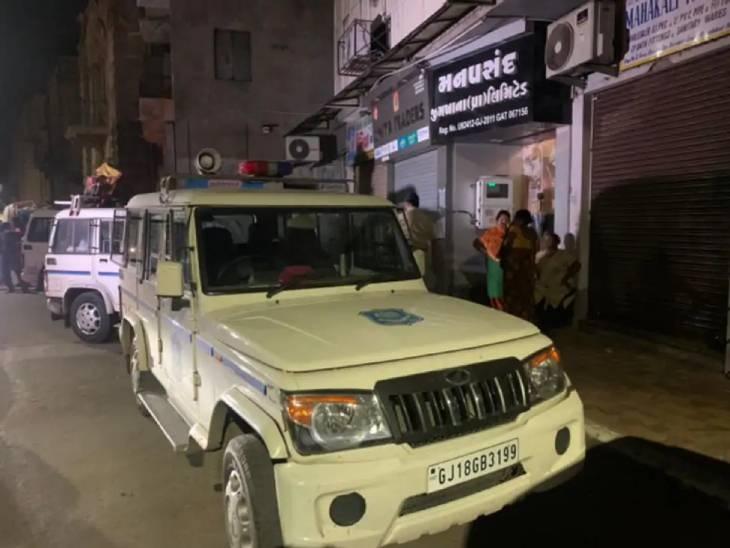 ગાંધીનગરની વિજિલન્સની ટીમ અમદાવાદમાં રાજ્યના સૌથી મોટા જુગારધામ પર રેડ કરી ગઈ, પોલીસ કમિશનરની PCB ટીમ નિષ્ફળ|અમદાવાદ,Ahmedabad - Divya Bhaskar
