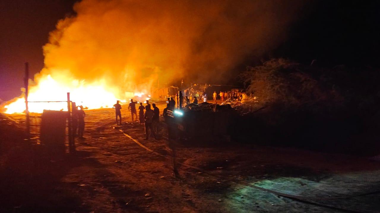 સુરેન્દ્રનગરના પાટડીના મેરા ગામની સીમમાં સરકારી ખરાબામાં ધમધમતા કેમિકલમાં ભીષણ આગ લાગી|સુરેન્દ્રનગર,Surendranagar - Divya Bhaskar