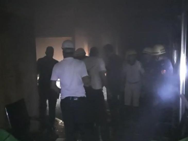સુરતના ઉધનામાં કાપડના ગોડાઉનમાં અચાનક શોર્ટ સર્કિટથી આગ લાગી જતા ભાગદોડ મચી|સુરત,Surat - Divya Bhaskar