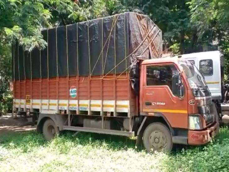 સુરતમાં ટ્રકમાંથી પોલીસે 3350 નંગ દારૂની બોટલ સાથે 5ને ઝડપી પાડ્યા, 18 લાખનો મુદ્દામાલ જપ્ત|સુરત,Surat - Divya Bhaskar