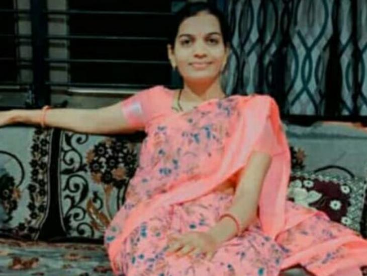 ગુમ થયેલી દીકરીને શોધવા ભટકી રહેલા પોલીસ પિતાએ કહ્યું, મારી દીકરી મળે તો કોઈ કહેજો, પુત્રીએ છેલ્લે કહ્યું હતું, 'હું મરવા જઉં છું'|અમદાવાદ,Ahmedabad - Divya Bhaskar
