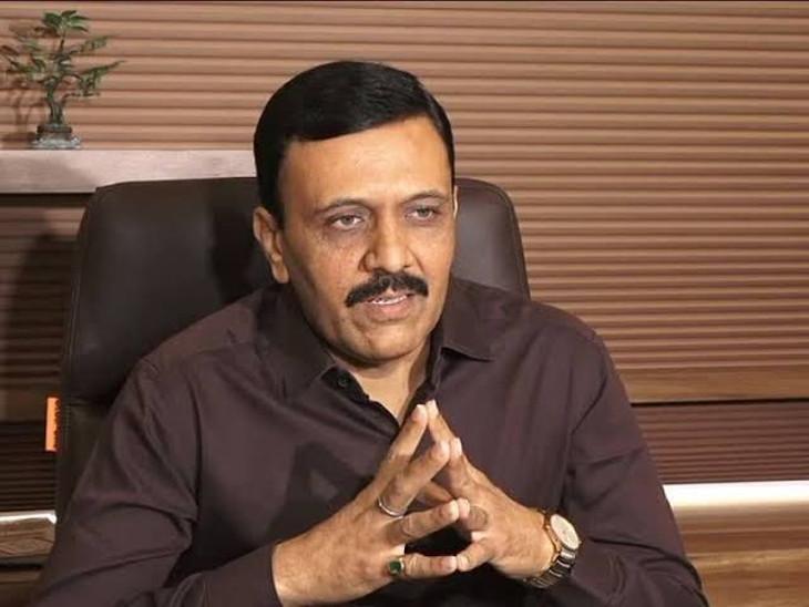 રાજકોટ એરપોર્ટની એરપોર્ટ એડવાઇઝર કમિટીની રચના કરાઇ, નવા 3 સભ્ય તરીકે પરેશ ગજેરા, રમેશ ટીલાળા અને પરેશ વસાણીની નિયુક્તી|રાજકોટ,Rajkot - Divya Bhaskar