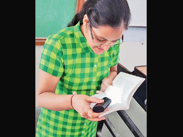 રાજકોટની ધ્વનિ વચ્છરાજાનીના સંઘર્ષ અને સફળતાની કહાણી; નબળી આંખોના લીધે દિવસે ટોર્ચ રાખે છે, છતાં PhD કરી પ્રોફેસર બન્યાં|રાજકોટ,Rajkot - Divya Bhaskar