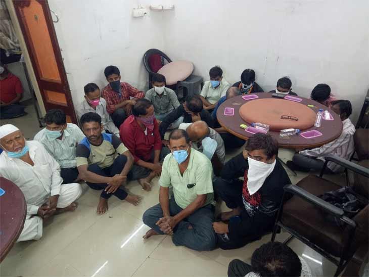 અમદાવાદ પોલીસ કમિશનરની PCB સ્ક્વોડની કામગીરી પર શંકા, ACP કક્ષાના અધિકારી હવે કામગીરીનું સુપરવિઝન કરશે અમદાવાદ,Ahmedabad - Divya Bhaskar