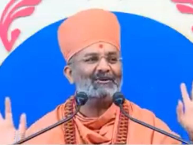 સ્વામીનો વીડિયો આમ આદમી પાર્ટી દ્વારા સોશિયલ મીડિયામાં પોસ્ટ સ્વરૂપે મૂકીને વાઈરલ કરવામાં આવી રહ્યો છે