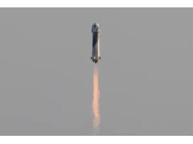 जैसे ही रॉकेट 80 किमी पहुंचा, कैप्सूल उससे अलग हो गया