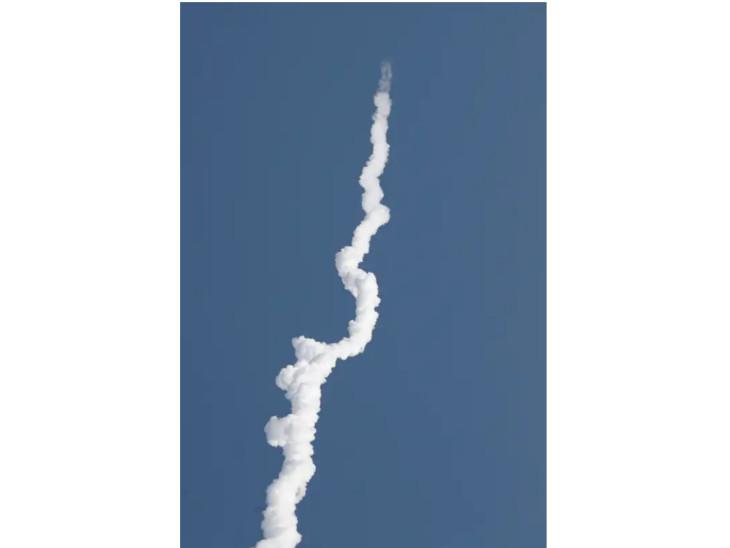 रॉकेट कई किलोमीटर तक दिखाई देने के बाद नग्न आंखों से दिखना बंद हो गया
