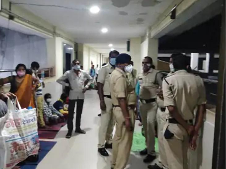 રાયપુર જિલ્લા હોસ્પિટલમાં બાળકોનો ICU, જ્યાં રાતે 3 બાળકે એક-એક કરીને જીવ ગુમાવ્યો.