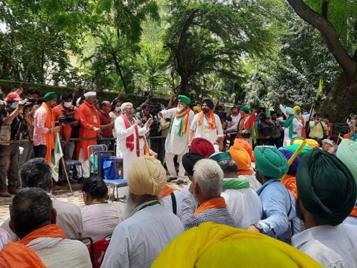 ખેડૂૂતોની સાથે જંતર-મંતર પહોંચ્યા રાકેશ ટિકૈત, 19 દિવસ સુધી રોજ 200 ખેડૂતો લગાવશે કિસાન સંસદ ઈન્ડિયા,National - Divya Bhaskar