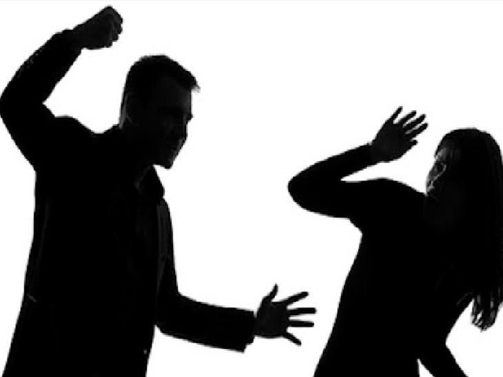 મહિલા પોલીસે ફરિયાદના આધારે ગુનો દાખલ કરી કાર્યવાહી હાથ ધરી(પ્રતિકાત્મક તસવીર)