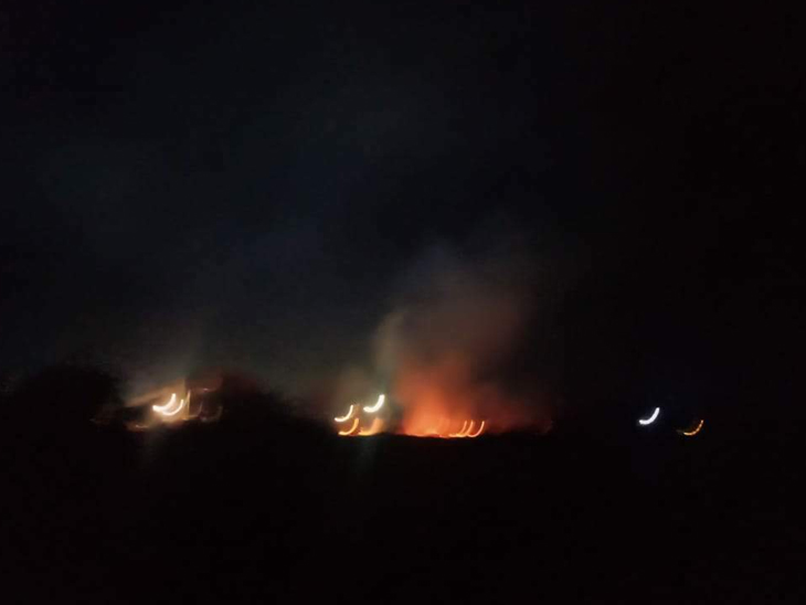 અલંગમાં રાત પડેને ઝેરી કચરો બાળી પ્રદૂષણ ફેલાવવાની ચાલતી પ્રવૃત્તિ ભાવનગર,Bhavnagar - Divya Bhaskar