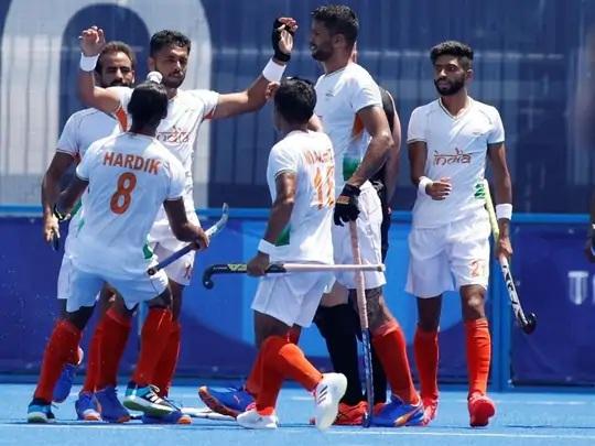 બીજા ક્વાર્ટરમાં ગોલ કર્યા બાદ ખુશી વ્યક્ત કરતાં ભારતીય ખેલાડીઓ.