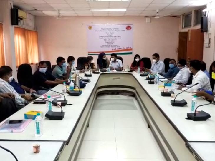સુરતની સિવિલ હોસ્પિટલમાં સ્ટેટ ટીબી ઓફિસર સાથે દક્ષિણ ગુજરાતના અધિકારીઓની બેઠક યોજાઇ સુરત,Surat - Divya Bhaskar
